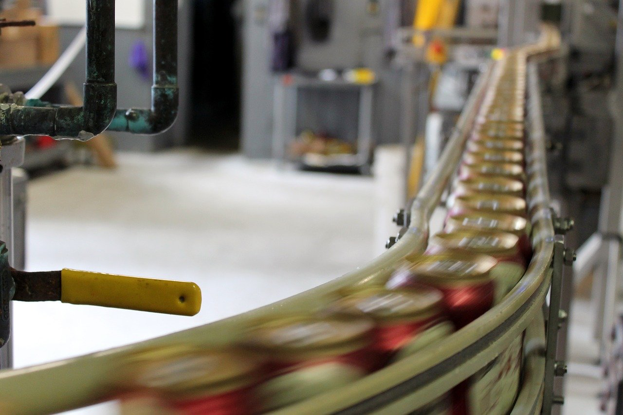 beer-brewery-manufacturing-bottling-3516808/