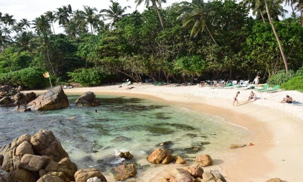 Mirissa surfing Sri Lanka