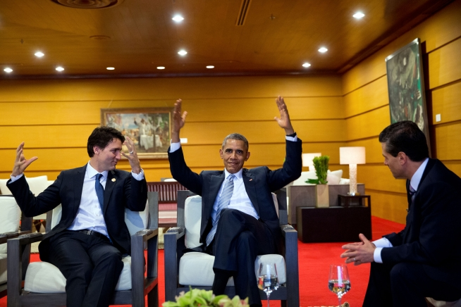 President_Barack_Obama_talks_with_Prime_Minister_Justin_Trudeau_of_Canada_and_President_Enrique_Peña_Nieto_of_Mexico_prior_to_the_2015_APEC_Summit.jpg