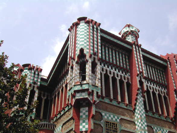gaudi-architecture-3-1466849.jpg