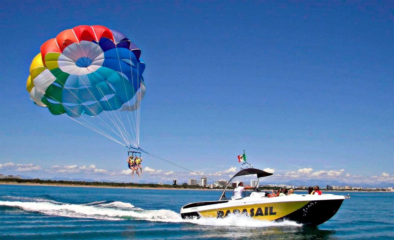 C:\Users\user\Desktop\Destination pictures\Goa\Couple parasailing Goa Beach India Iyaatra 7.jpg