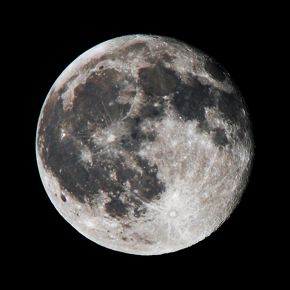 https://upload.wikimedia.org/wikipedia/commons/f/f0/Full_Moon_as_Seen_From_Denmark.jpg