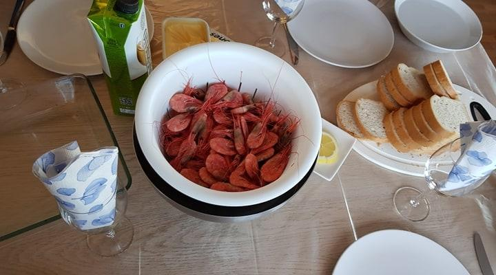 Et bilde som inneholder bord, mat, tallerken, kopp  Automatisk generert beskrivelse
