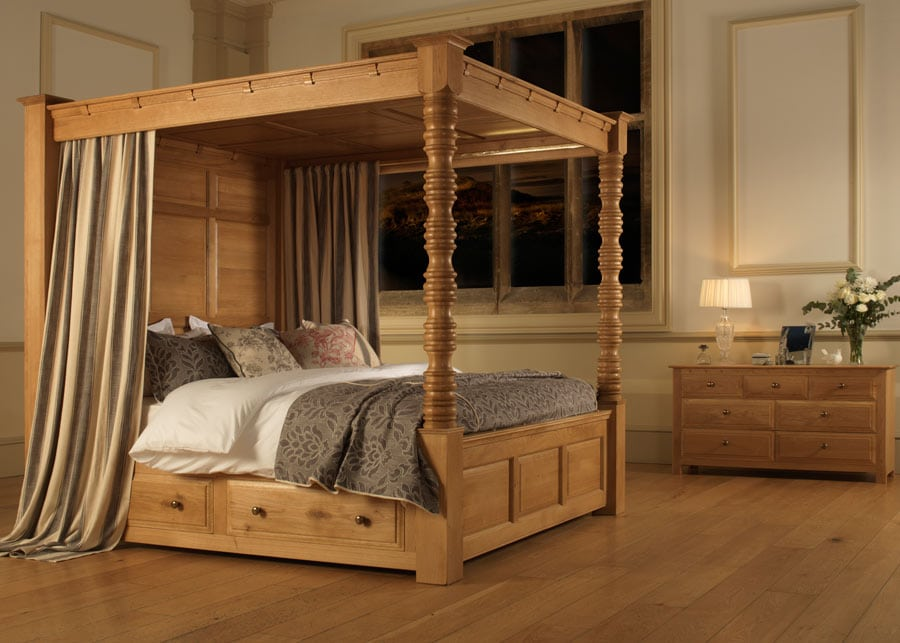 The Balmoral Four Poster Bed in Natural Oak