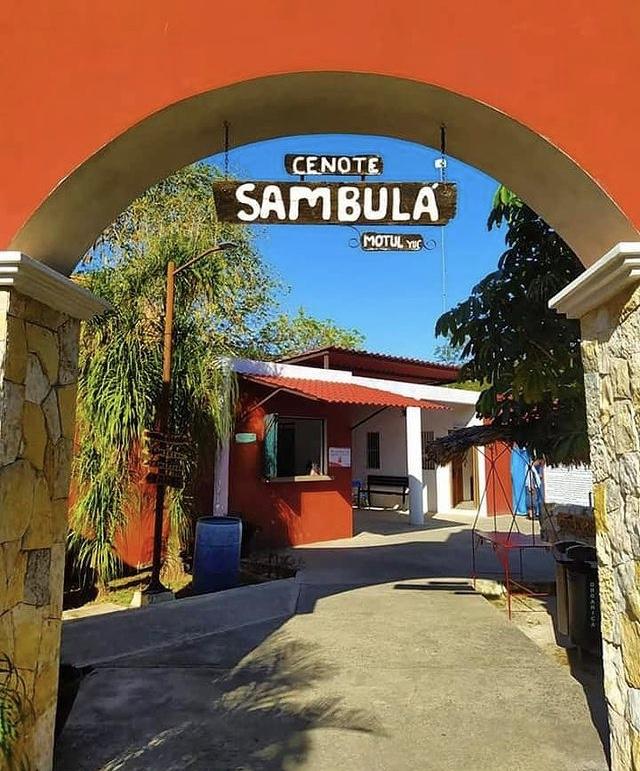Entrada cenote sambulá