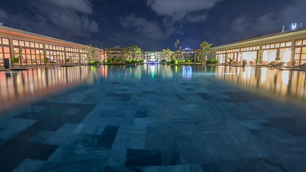 Bể bơi vô cực khu FLC Luxury Hotel Sầm Sơn