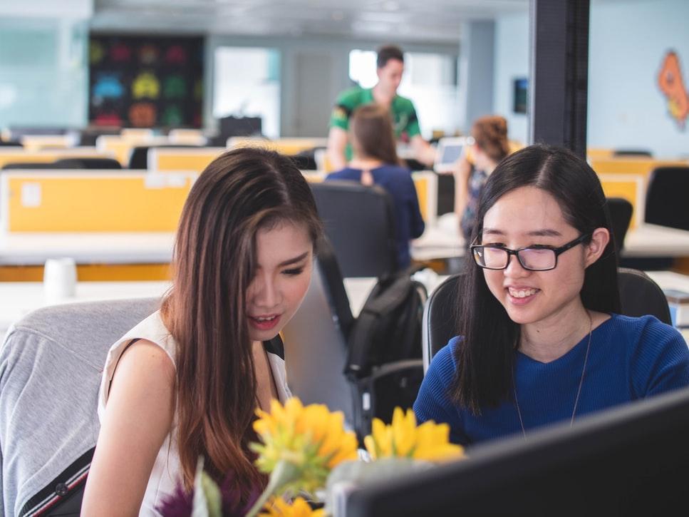 Notaris - Pekerjaan dengan Gaji Besar untuk Wanita di Indonesia