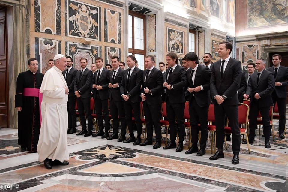 Đức Thánh Cha với các Cầu thủ Bóng đá: Hãy nhớ giới trẻ đang nhìn vào anh em