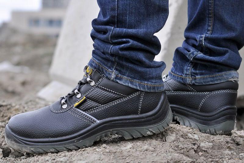Giày bảo hộ lao động giúp bạn bảo vệ đôi chân khi làm việc