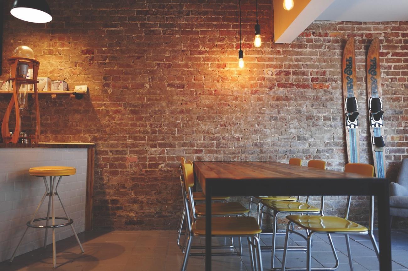 Decoración para cafeterías con estilo industrial