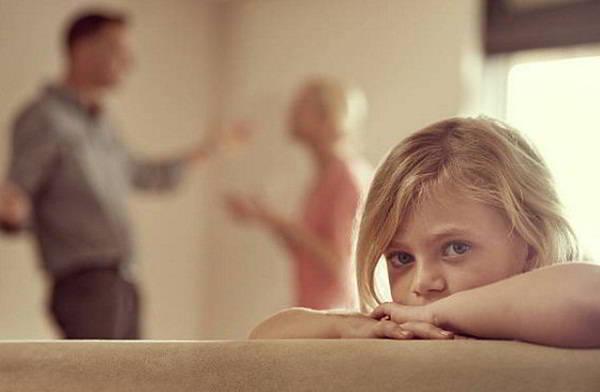 Không làm tổn thương quá lớn cho con cái