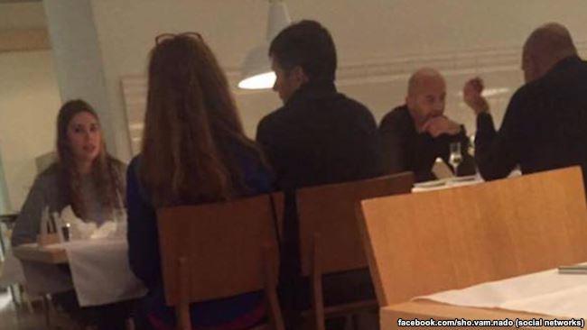 Двоє чоловіків, дуже схожих на Ігоря Кононенка та Миколу Злочевського, зустрічаються у Відні. Фото з Facebook Ольги Василевської