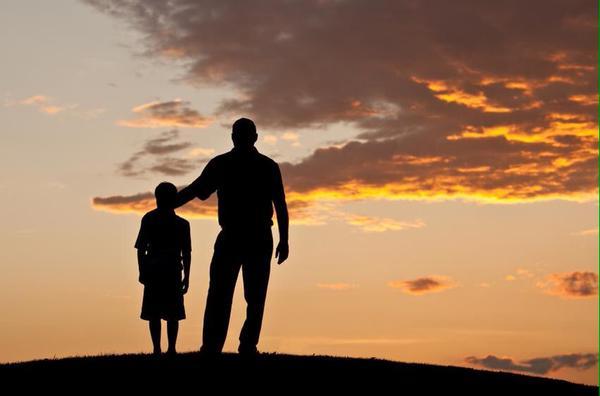 Người cha bị đàm tiếu vì mặc quần áo trái lên thăm con và sự thật rơi nước mắt ở phía sau 4
