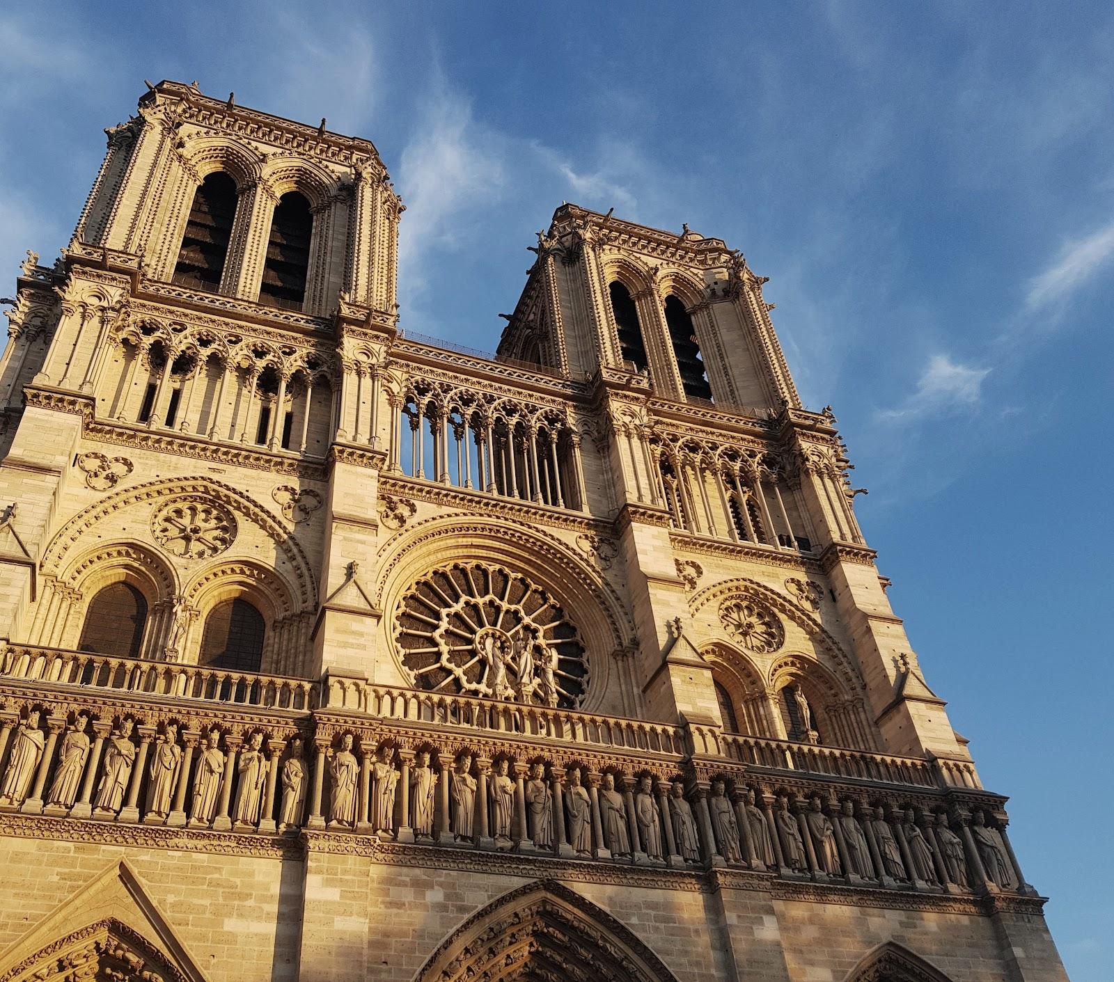 נוטרה דאם פריז מקומות ששווה לחזור אליהם בפריז רומנטית