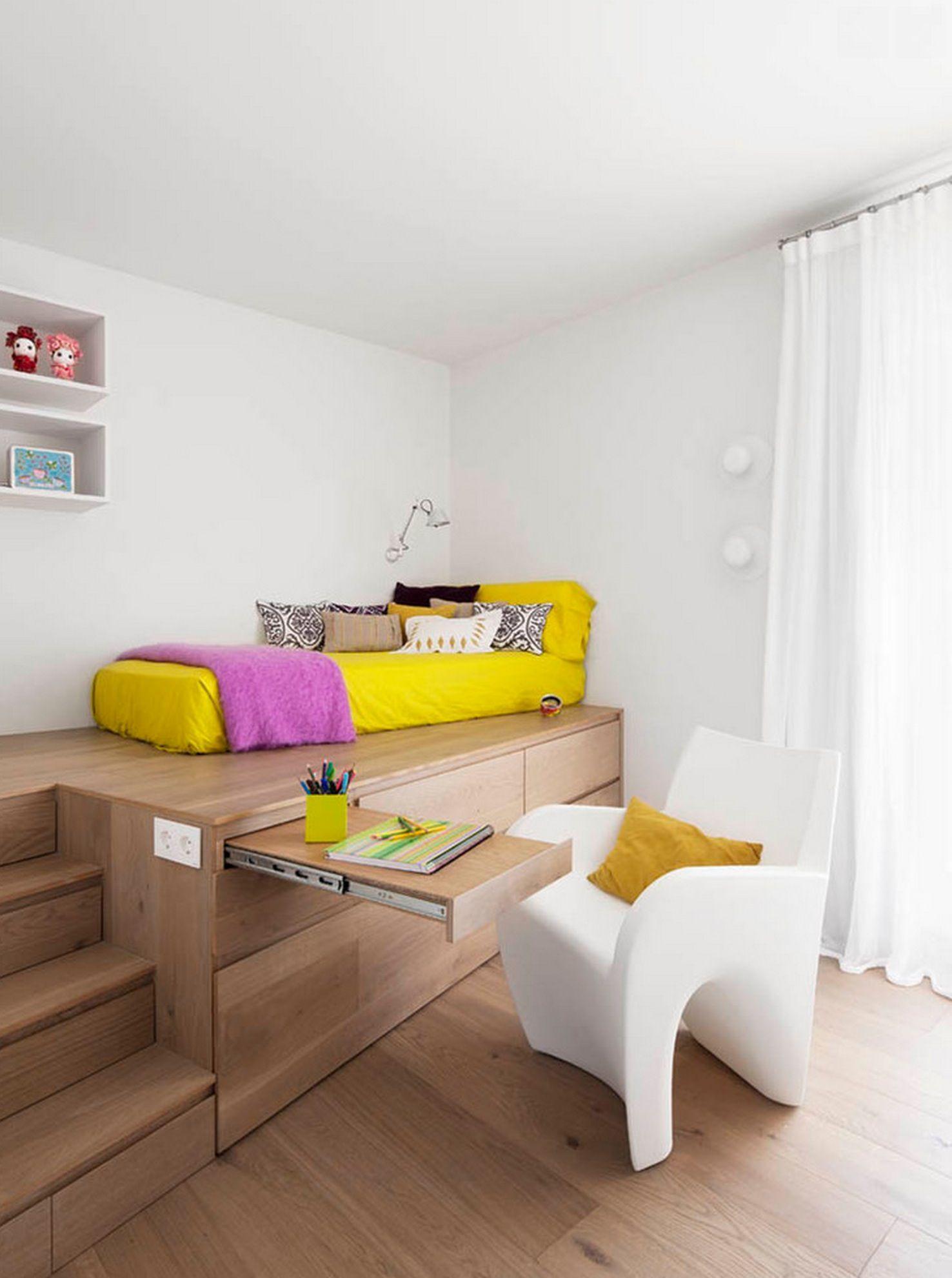 Phòng có giường ngủ đa năng màu vàng nổi bật