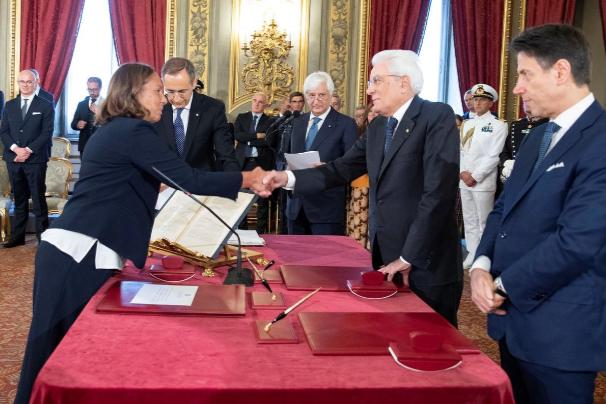 Italia Juramenta nueva coalición que apoya los vínculos con la problemática Unión Europea