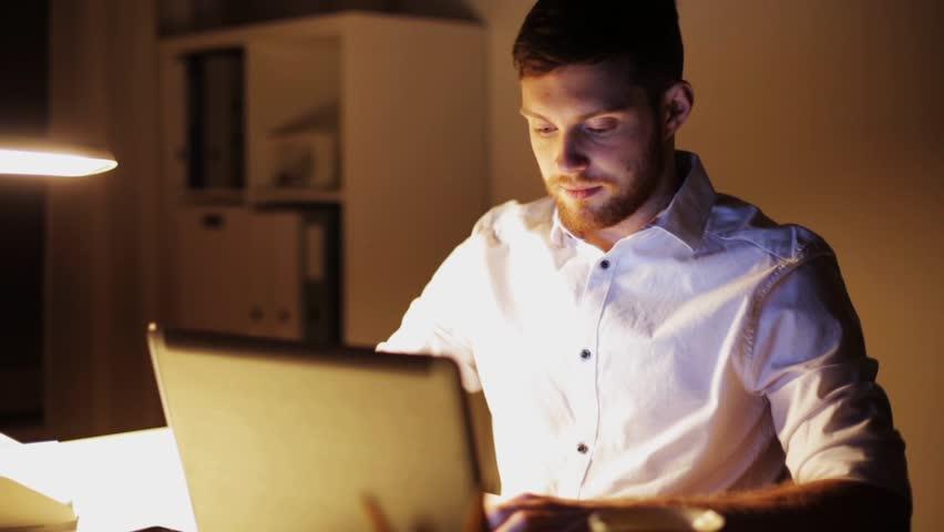 Một chiếc màn hình tốt sẽ khiến cho trải nghiệm làm việc của các doanh nhân cải thiện rát nhiều.
