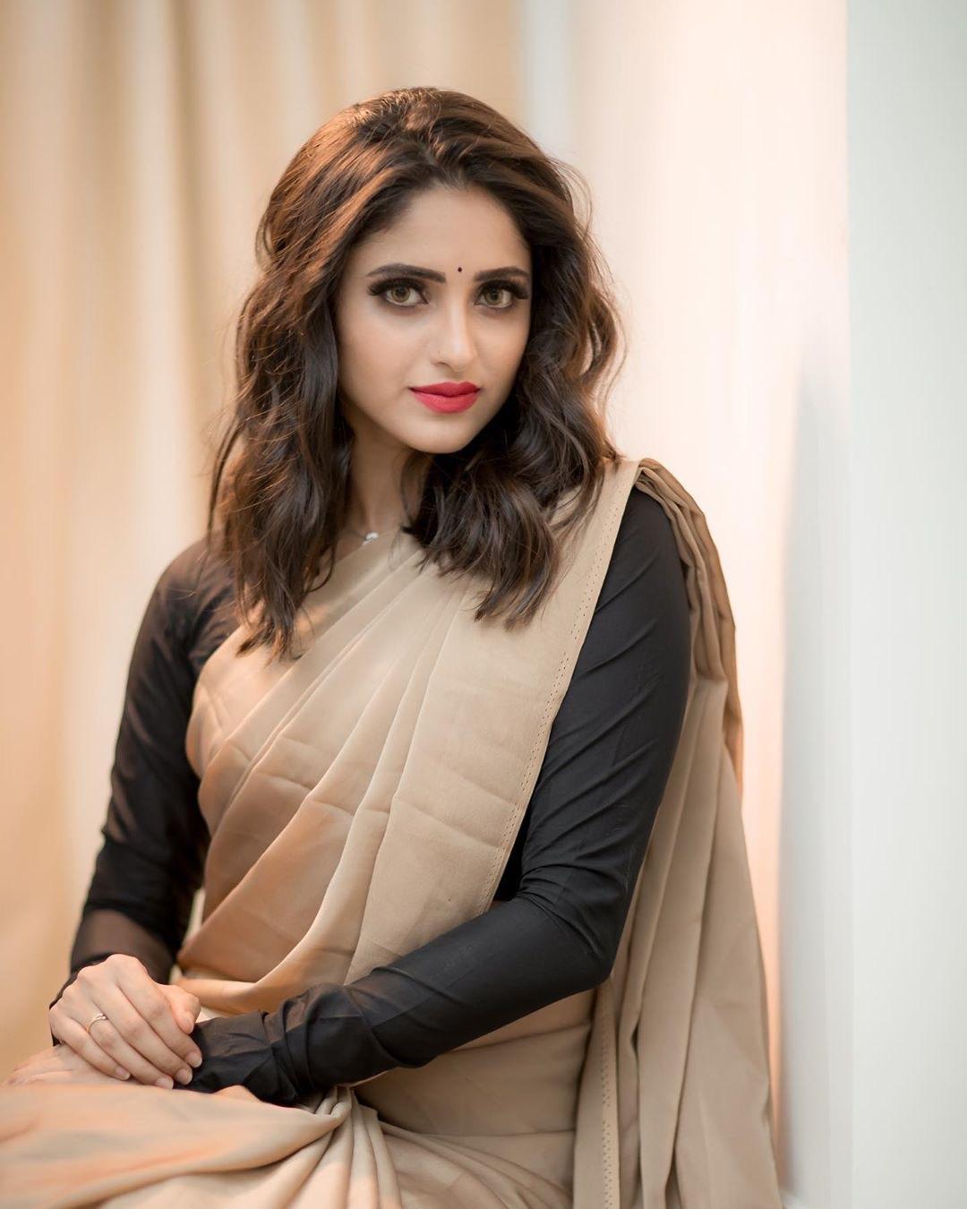 Zee Tamil Serial actress Ayesha latest Saree photos Navel Queens