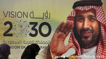 Мухаммед бен Сальман на плакате на тему программы развития страны Vision 2030
