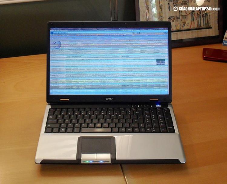 Thay dây cáp để kết nối ổn định đảm bảo màn hình không lỗi sọc