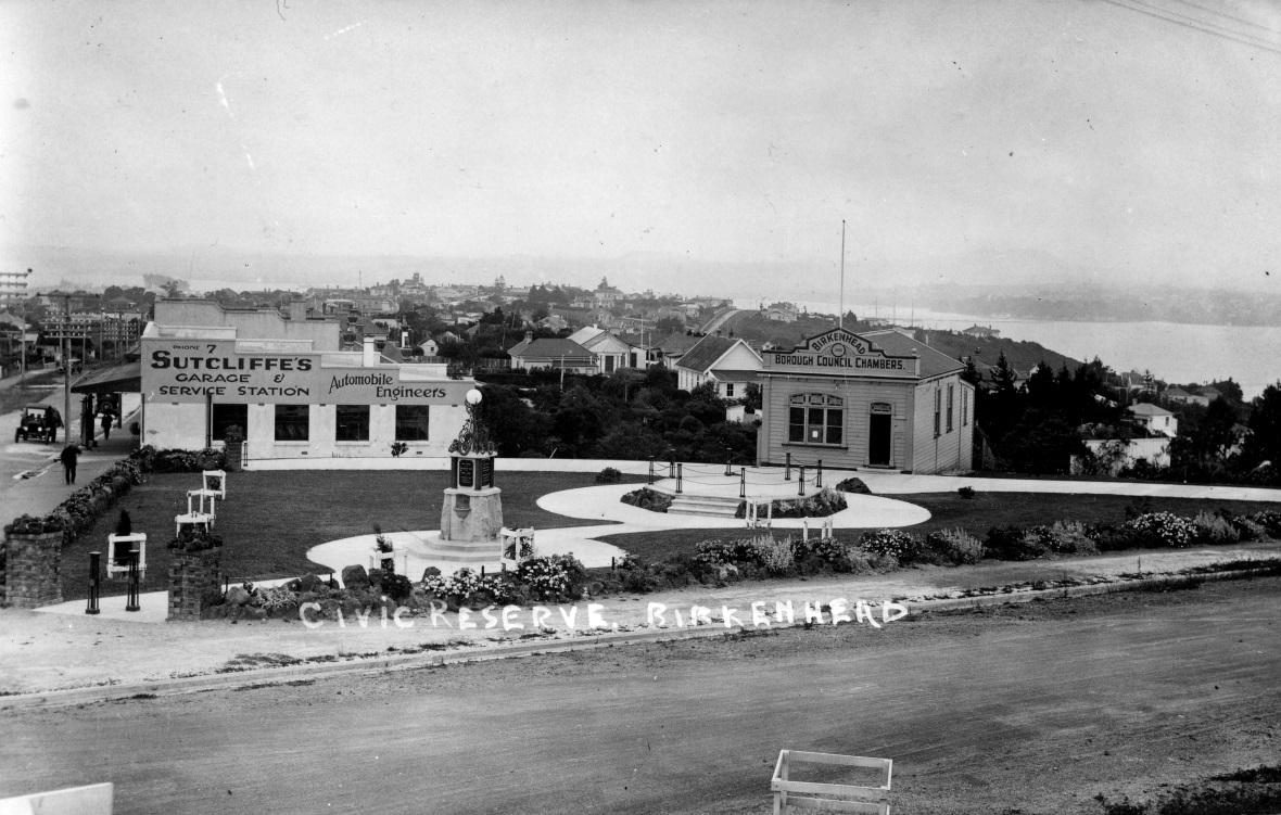 C:\Users\Kae\Dropbox\Events and Project Sheets 2013\Heritage image Collection\Highbury Cnr Civic Reserve 1927.jpg