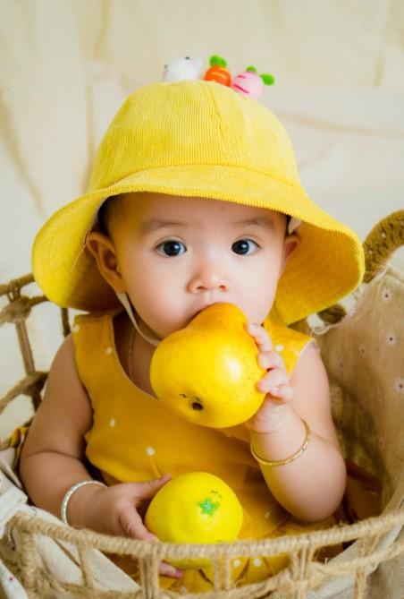 Baby with fruits