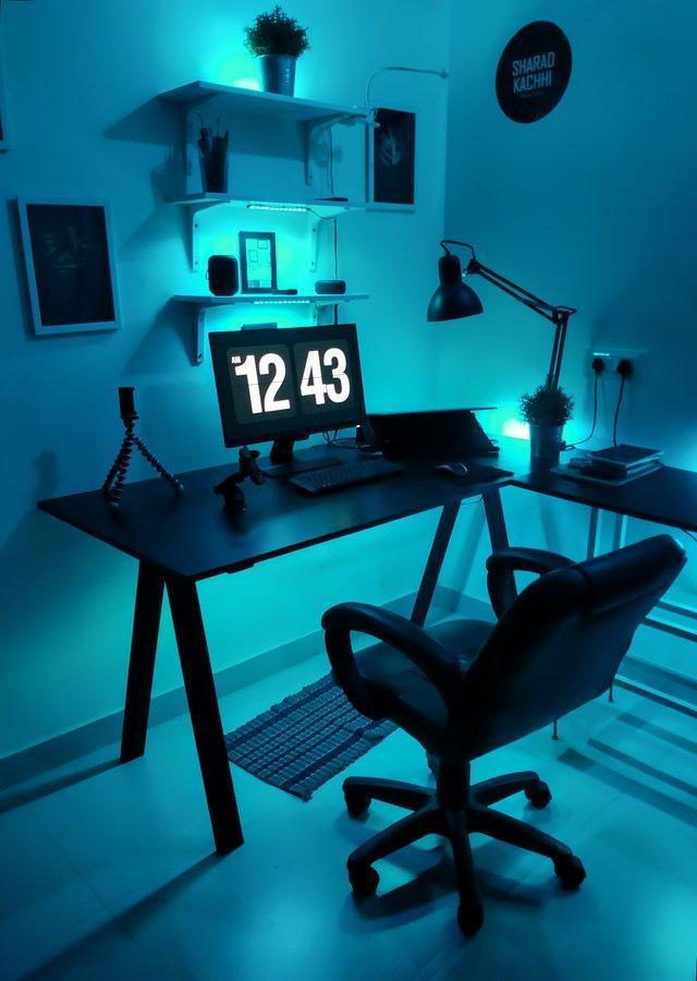 A room under a UV light