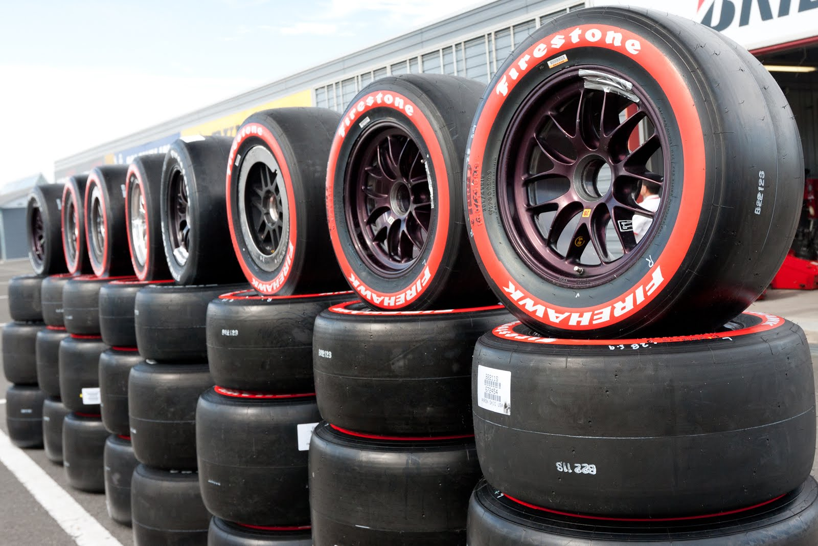 Firestone_tires_2011_Indy_Japan_300.jpg