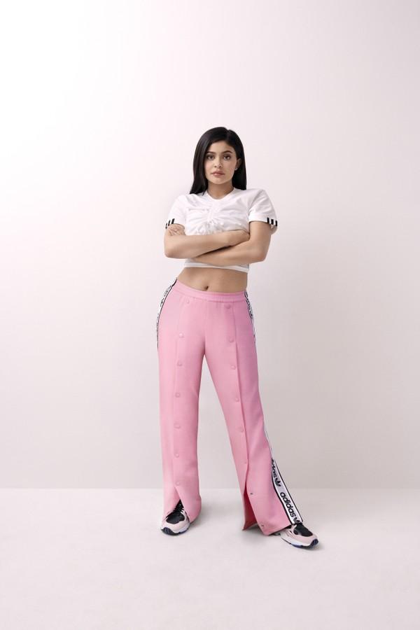 89d64f06770d2 Vale lembrar que não é a primeira vez que Kylie firma parceria com uma  marca esportiva, a girl boss já trabalhou com a Puma.