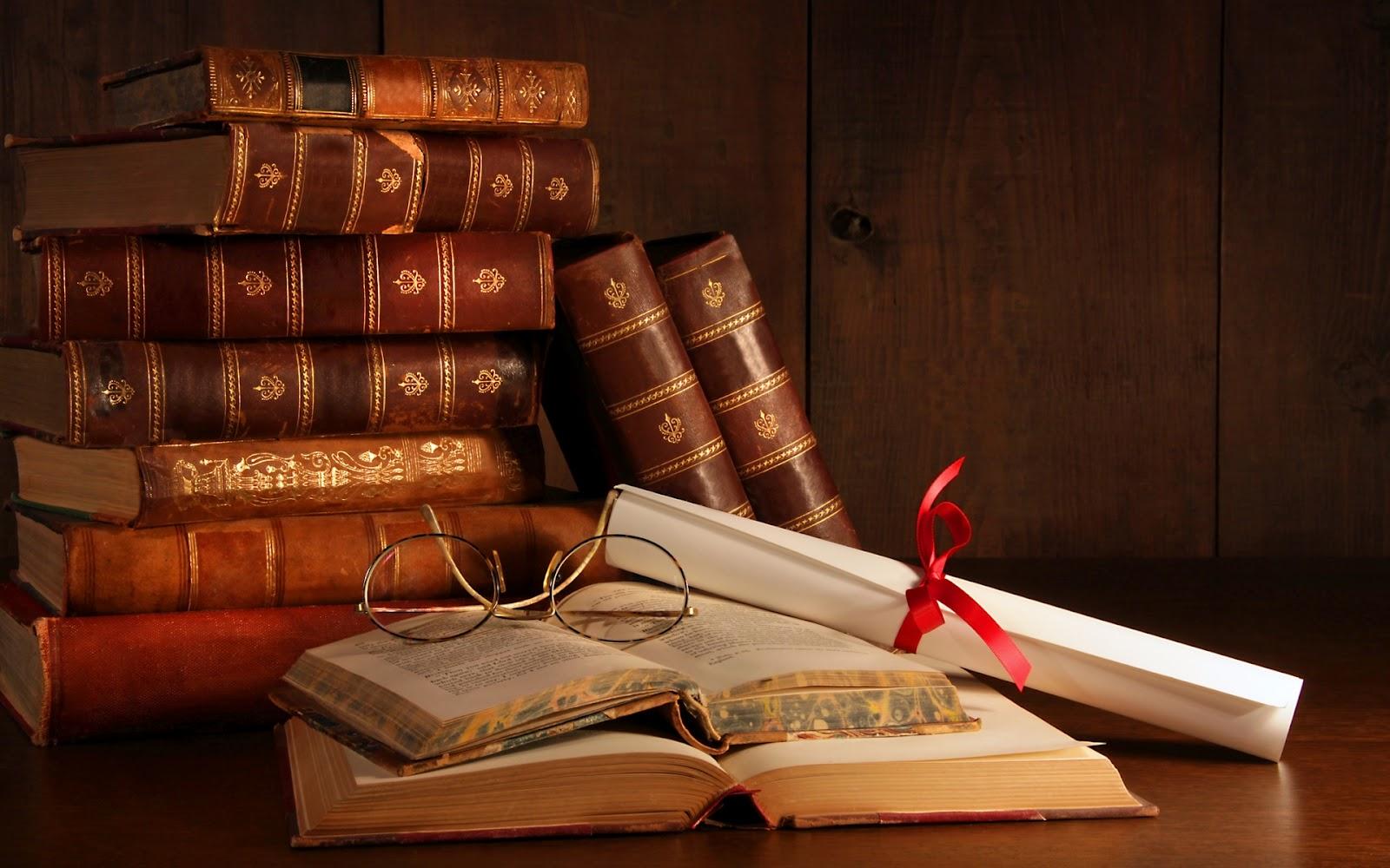 Libros-Viejos-Apilados_Imagenes-de-Libros.jpg