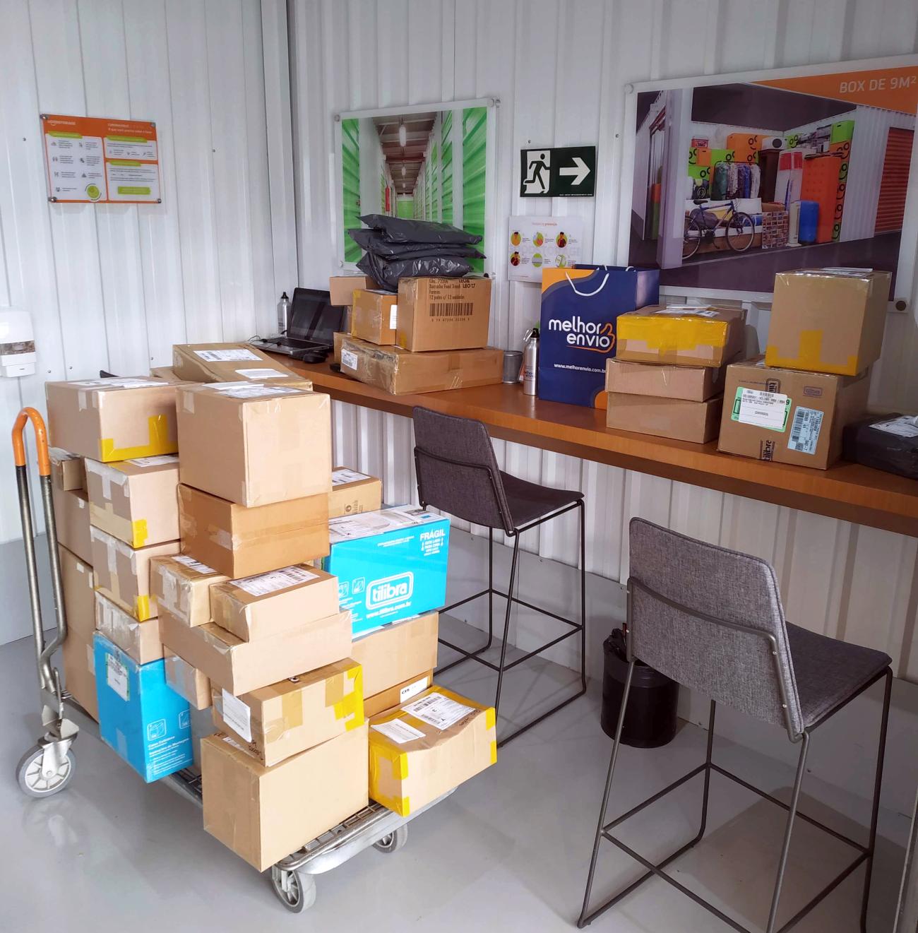 As encomendas são deixadas no Melhor Ponto, organizadas por nossa equipe e recolhidas diariamente pelas transportadoras parceiras.