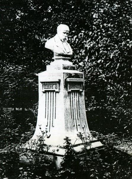 Перший у світі пам'ятник Тарасу Шевченку. Садиба Алчевських, Харків