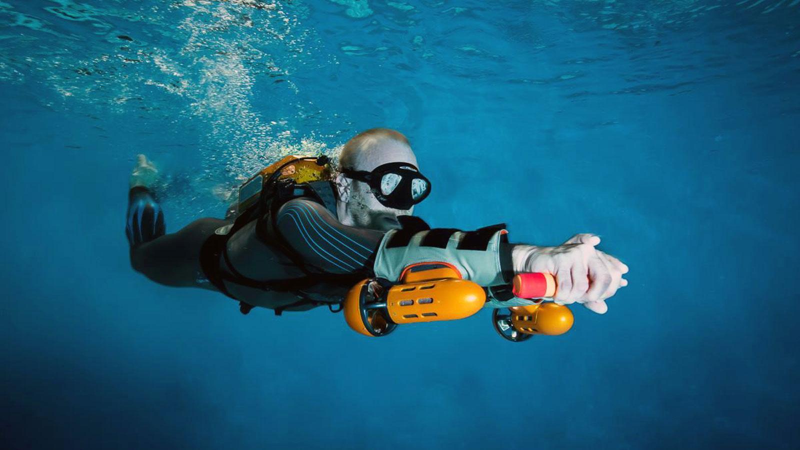 Ein Bild, das Wasser, schwimmend, Sport, Wassersport enthält.  Automatisch generierte Beschreibung