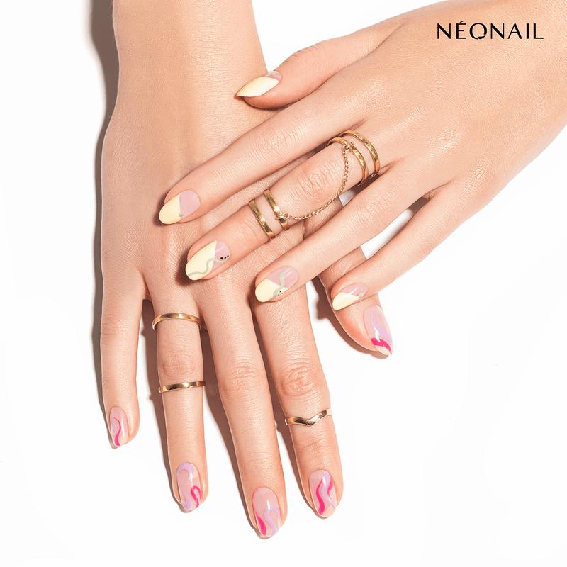 Lakiery hybrydowe NEONAIL wstylizacji Niepowtarzalny Styl, paznokcie hybrydowe pomalowane żółtym iróżowym kolorem we wzór fal
