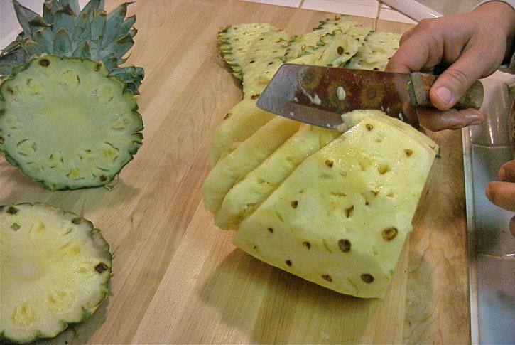 http://importfood.com/media/pineapple_carving_4l.jpg