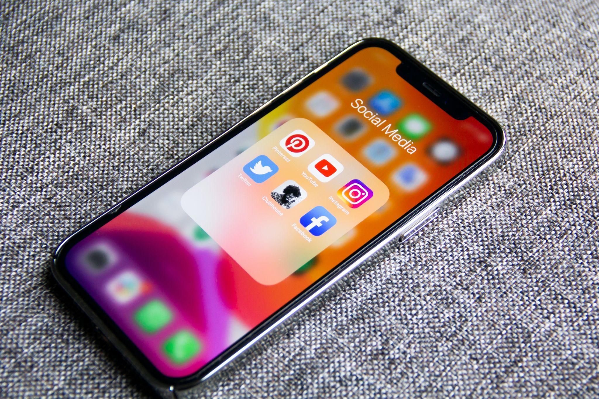 Social media apps on a cell phone