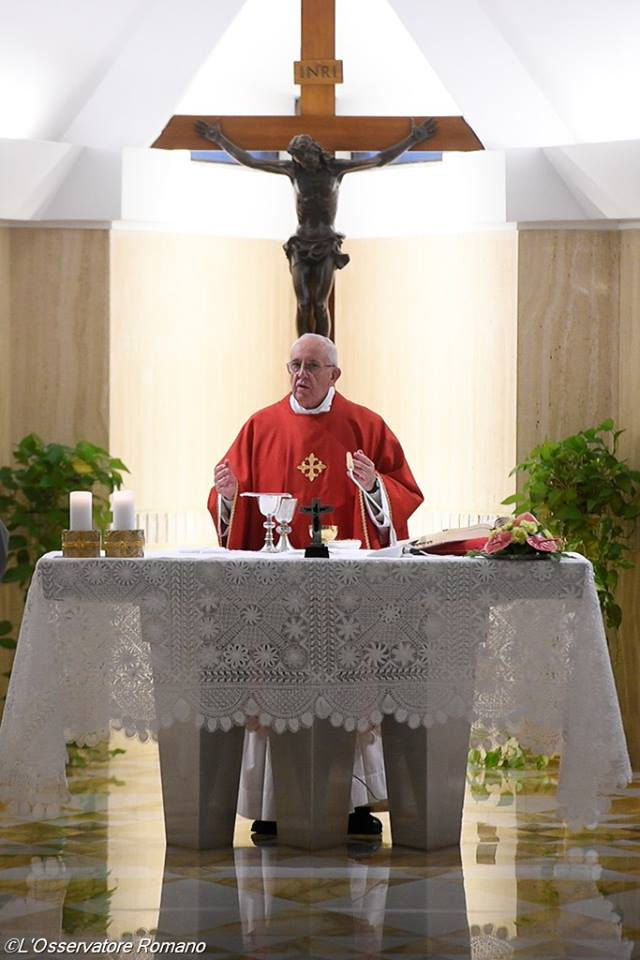 Đức Thánh Cha gợi ý lời cầu nguyện trước Nhà Chầu: 'Người là Thiên Chúa, con là một đứa con tội nghiệp được Người yêu'