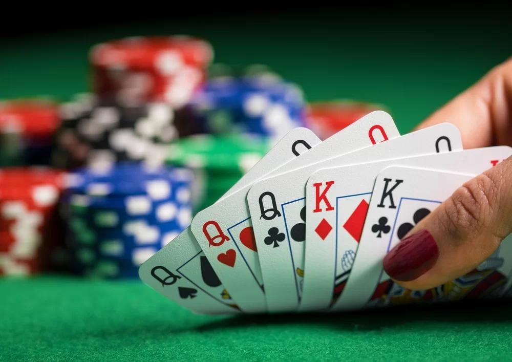 Đánh bài Poker ăn tiền dễ thắng nhất