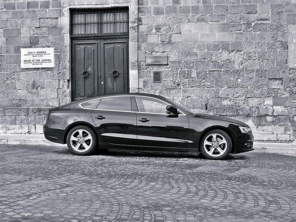 https://cdn.pixabay.com/photo/2015/11/05/07/07/luxury-car-1023777_960_720.jpg