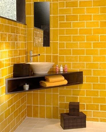 Gạch ốp tường với màu sắc tươi tắn