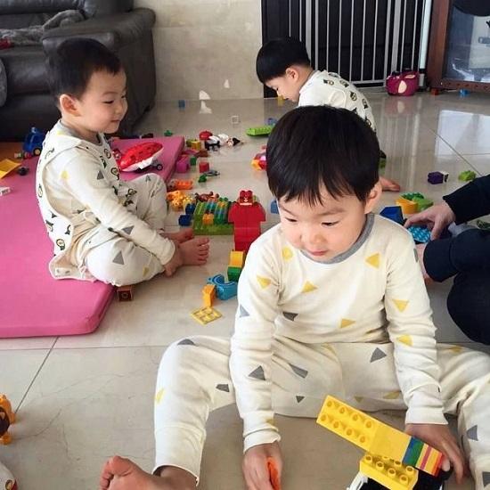 chọn đồ chơi cho bé