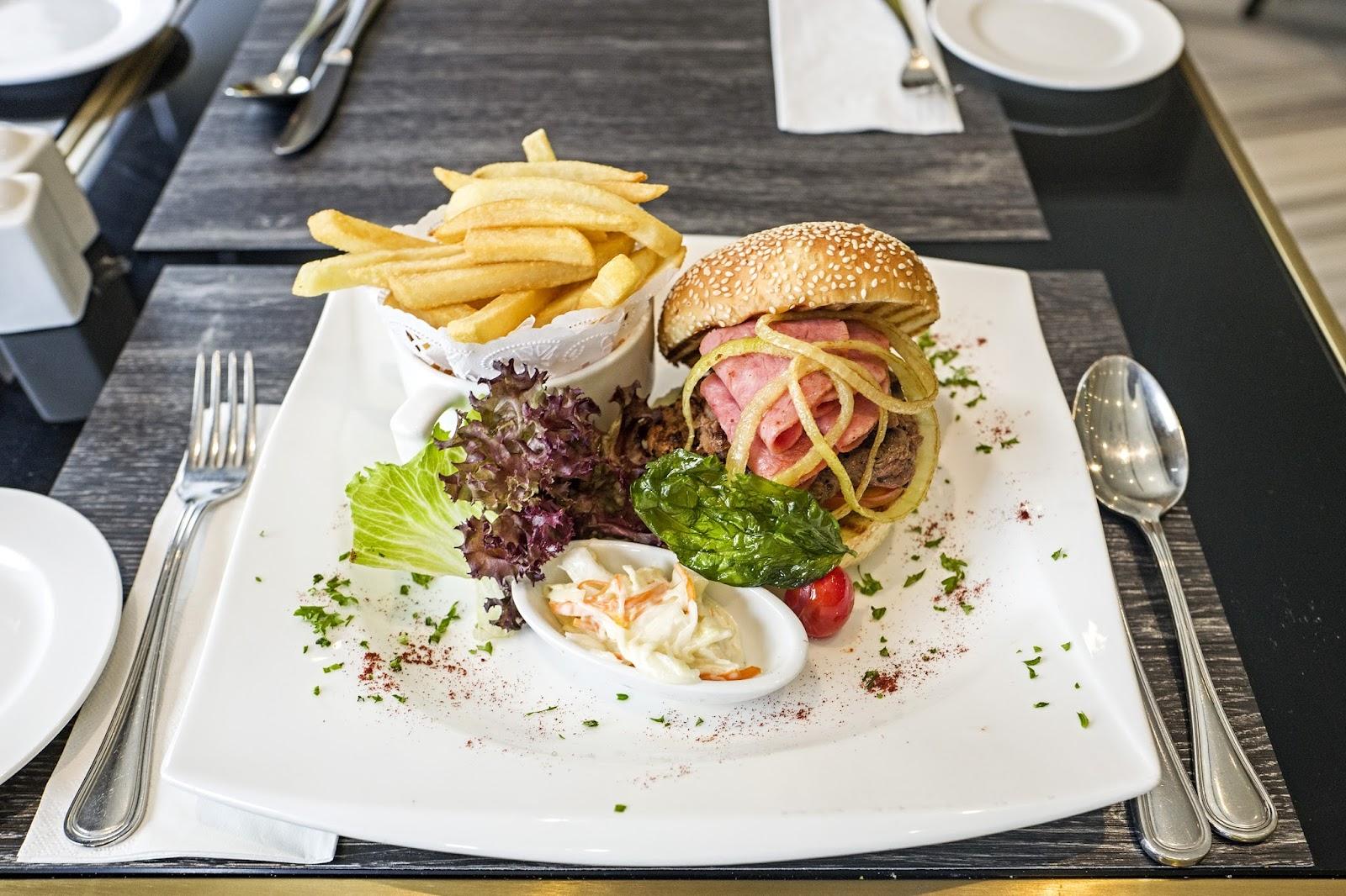 f-burger-L1070529.jpg