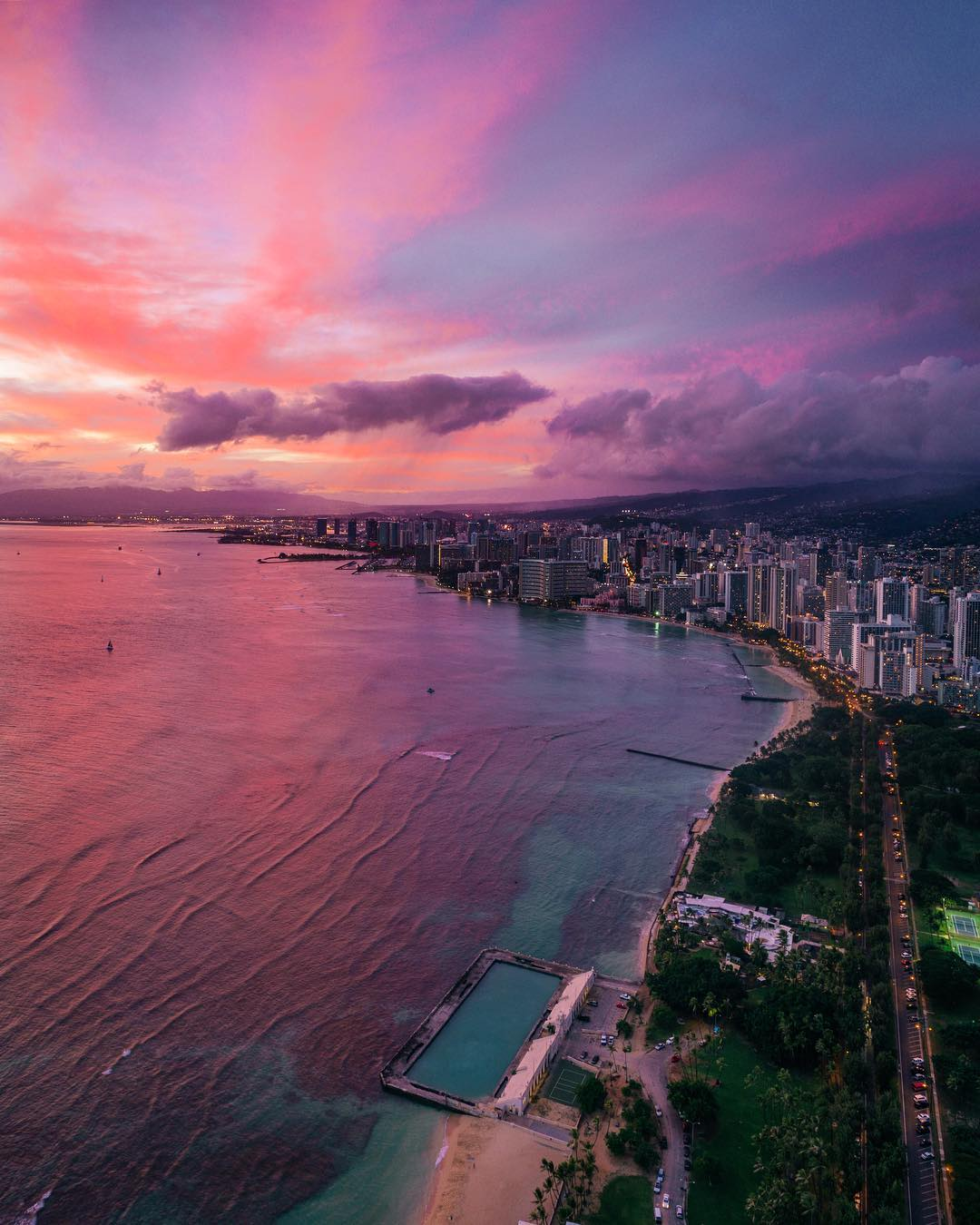 The famous Waikiki Beach, an absolute must for sunset! - 15 Best Beaches on Oahu