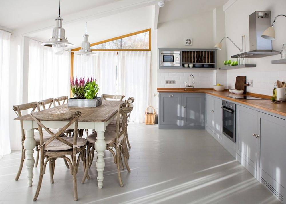 Penggunaan material alami pada desain farm house memberikan suasana sejuk - source: www.umbringen.co