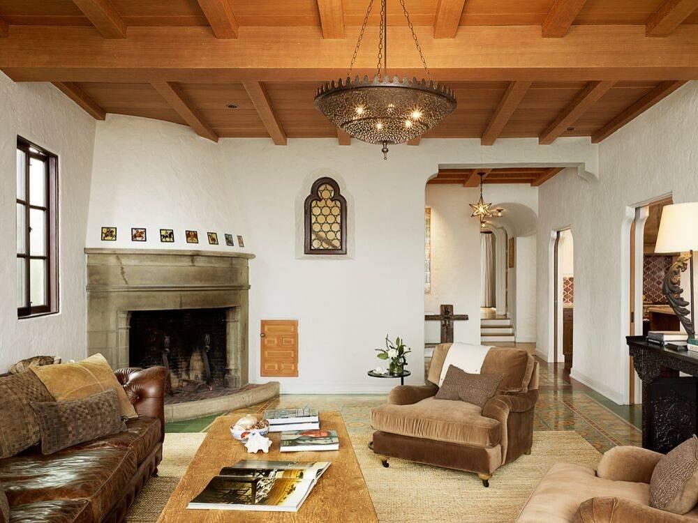 Desain mediteranian juga banyak menggunakan unsur alam seperti kayu dan bebatuan - source: homeawakening.com