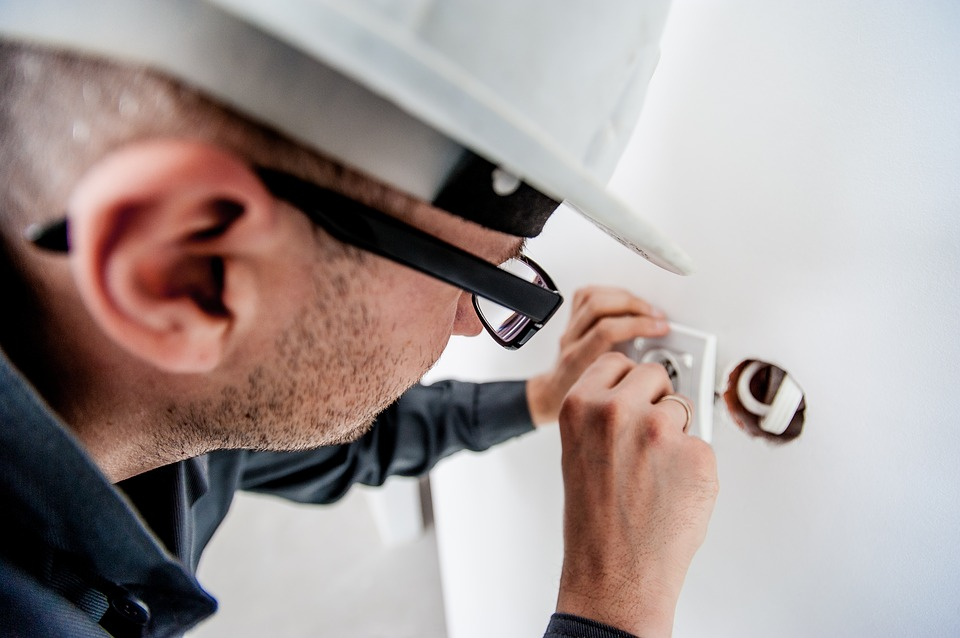 Worker-Electricity-Electric-Building-Electrician-1080554.jpg