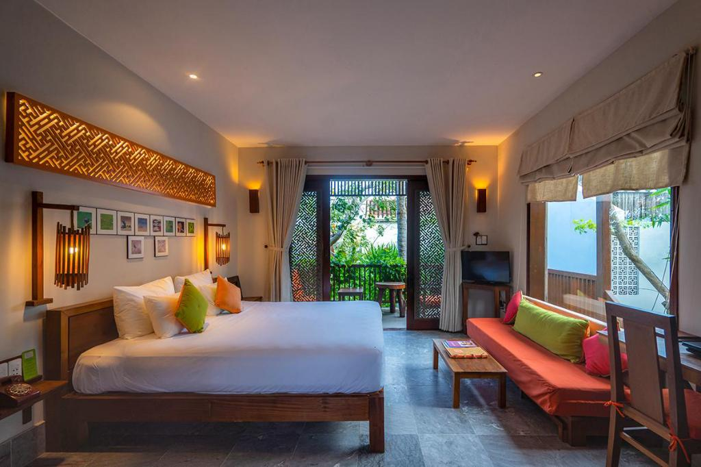 hotels with swimming pools in Hoi An
