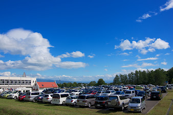 駐車場は混んでいます