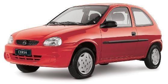 Chevrolet Corsa vermelho visto desde a dianteira