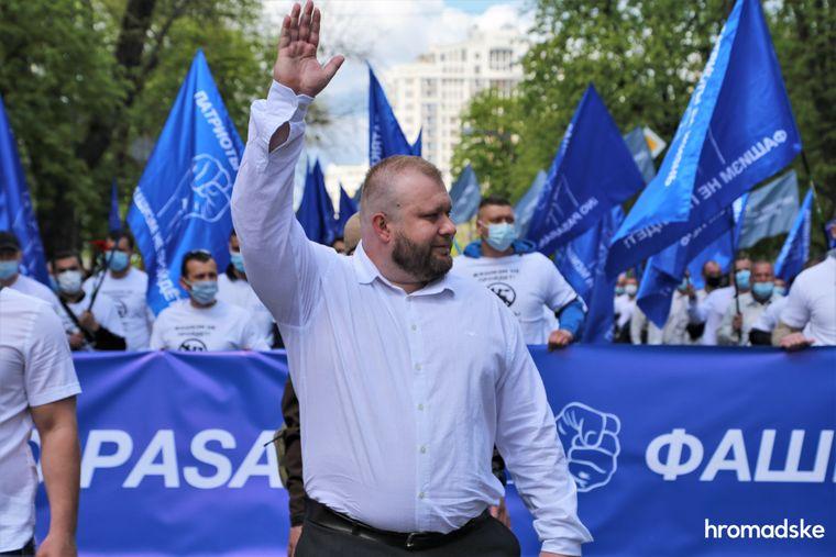 Руководитель одесского отделения ОО «Патриоты — За жизнь» Ярослав Мудрый на марше против фашизма 9 мая 2021 года